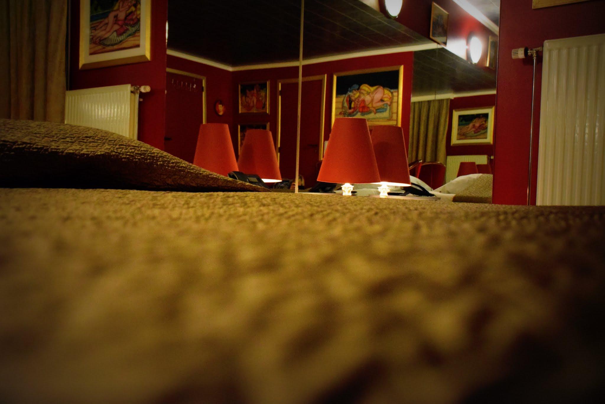 H tel de jour chambre miroirs en journ e entre charleroi for Recherche chambre hotel